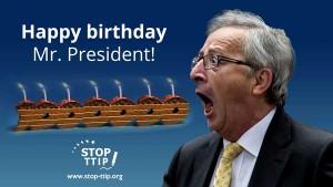 Juncker-Präsent zum 60. - Bild © Stop TTIP