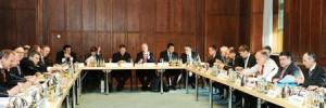 Bundesminister Sigmar Gabriel und Staatssekretär Matthias Machning mit dem TTIP-Beirat © BMWi_Susanne Eriksson