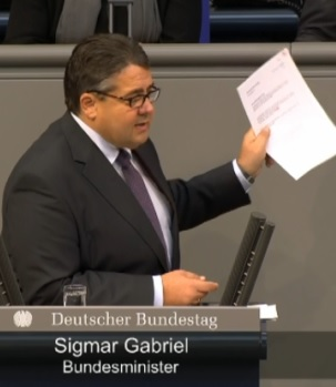 Bundeswirtschaftsminister Sigmar Gabriel in Bundestagsdebatte zu TTIP 20140925 - Screenshot © Bundestagsfernsehen