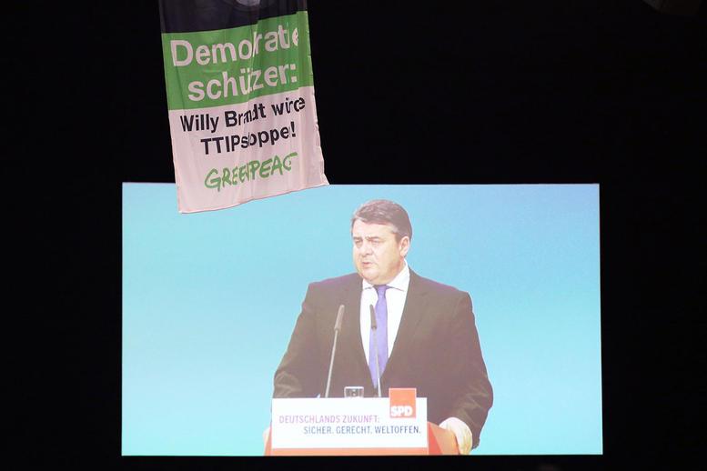 Anti-TTIP-Protest bei Gabriel-Rede - Foto © greenpeace
