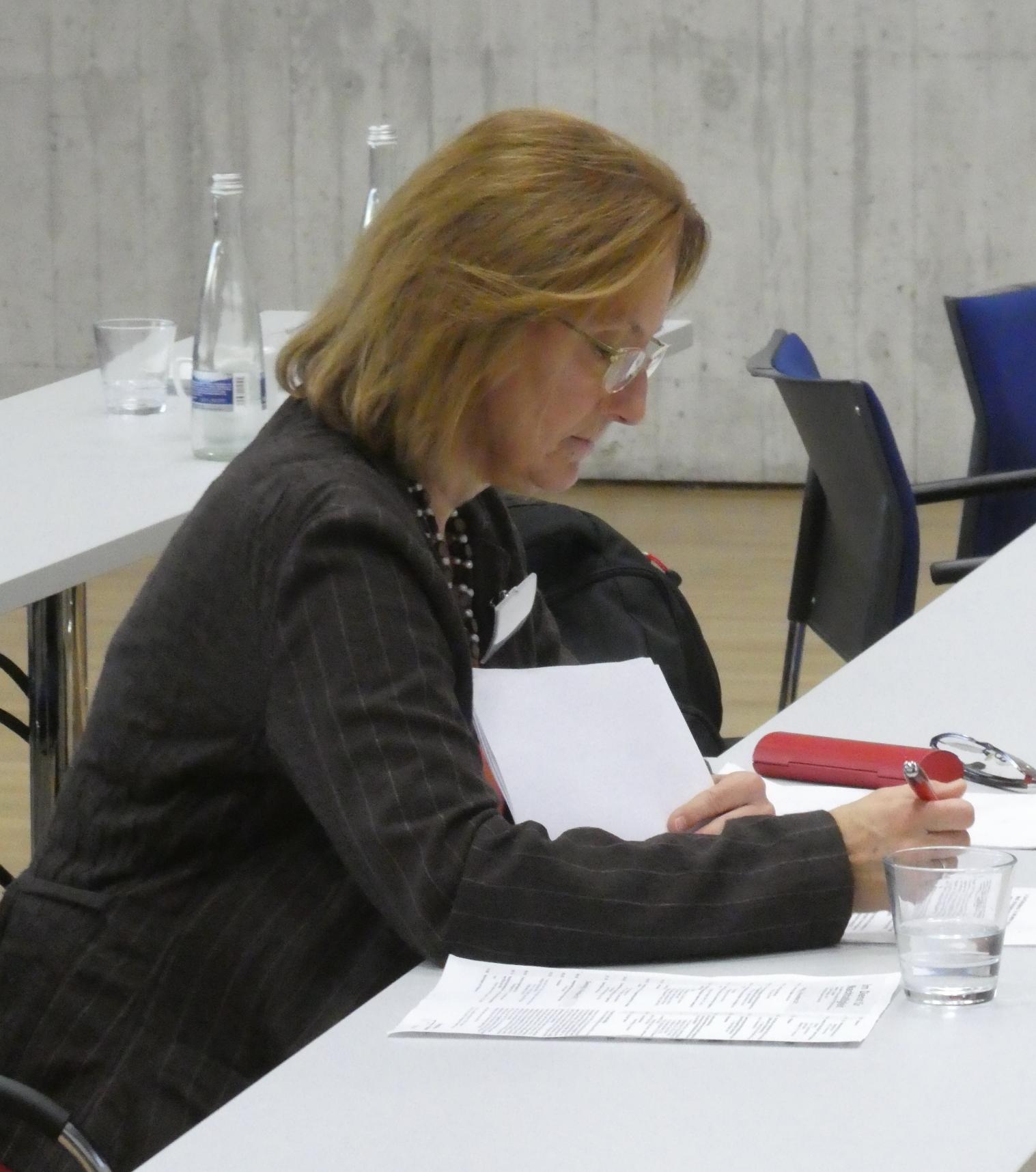 Susanne Bergius protokolliert - Foto © Gerhard Hofmann, Agentur Zukunft